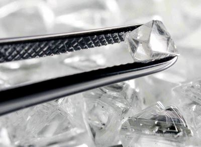 Sorting_rough_diamonds-tweezers-DB